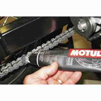фото 2 Моторные масла и химия Смазочная паста цепи Motul C5 Chain Paste (0.15 L)